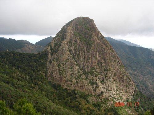 Канары. Одна из скал на острове Гомера.