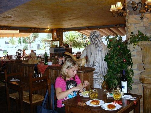 В пустом кафе на острове Тенерифе