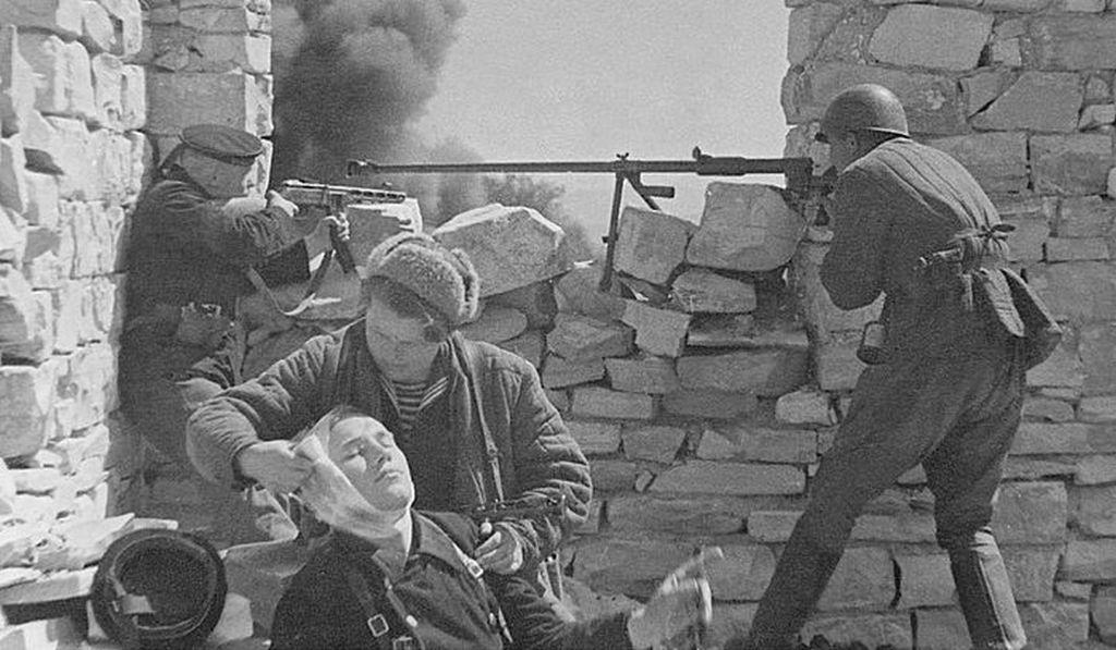 На переднем крае обороны. Г. Севастополь. 1941-1942. Фото Б. Шейнина.