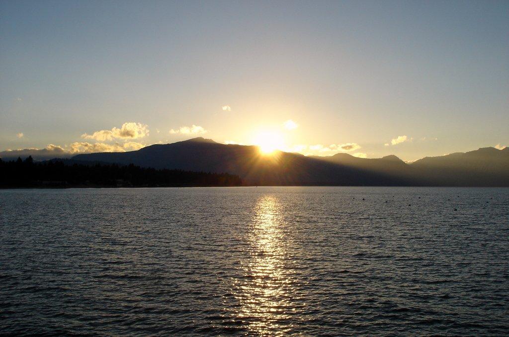 Закат на высокогорном озере Тахо