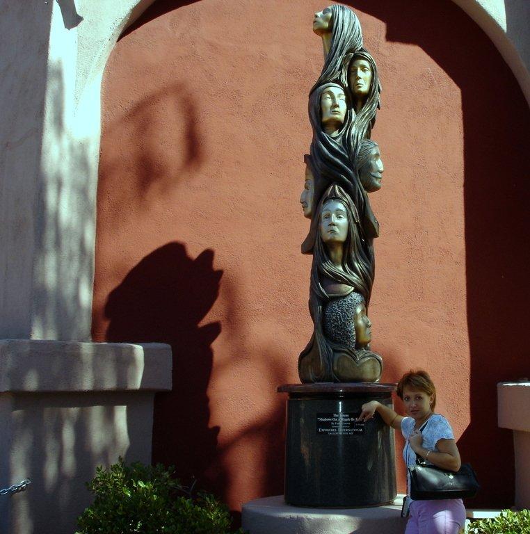 У этой скульптуры - живая тень!
