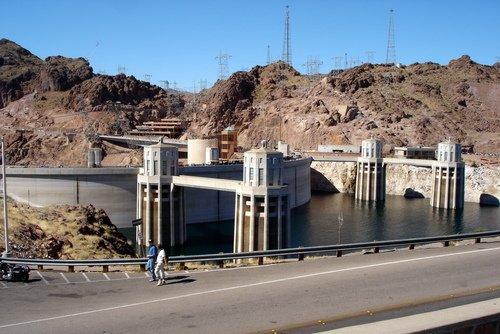 Плотина Гувера (здесь её называют - дамба Гувера).