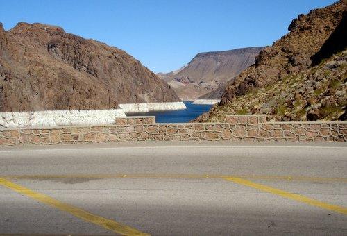 Водохранилище Мид на границе Невады и Аризоны