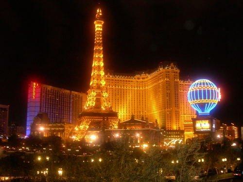 Какой Лас-Вегас без Парижа?..