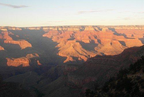 Закатные тени Гранд-каньона в октябре