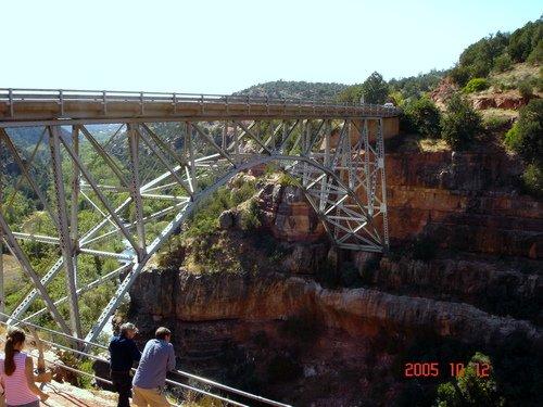 Аризона. Мост через каньон недалеко от Седоны.