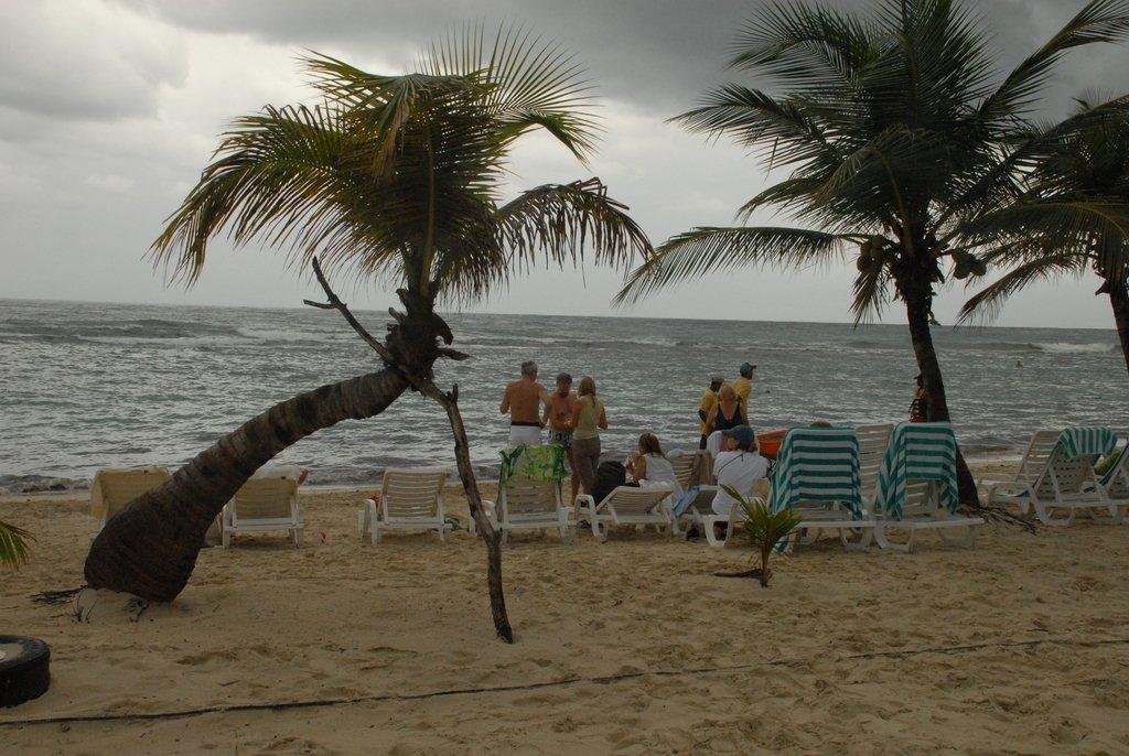 Неспокойно Карибское море...