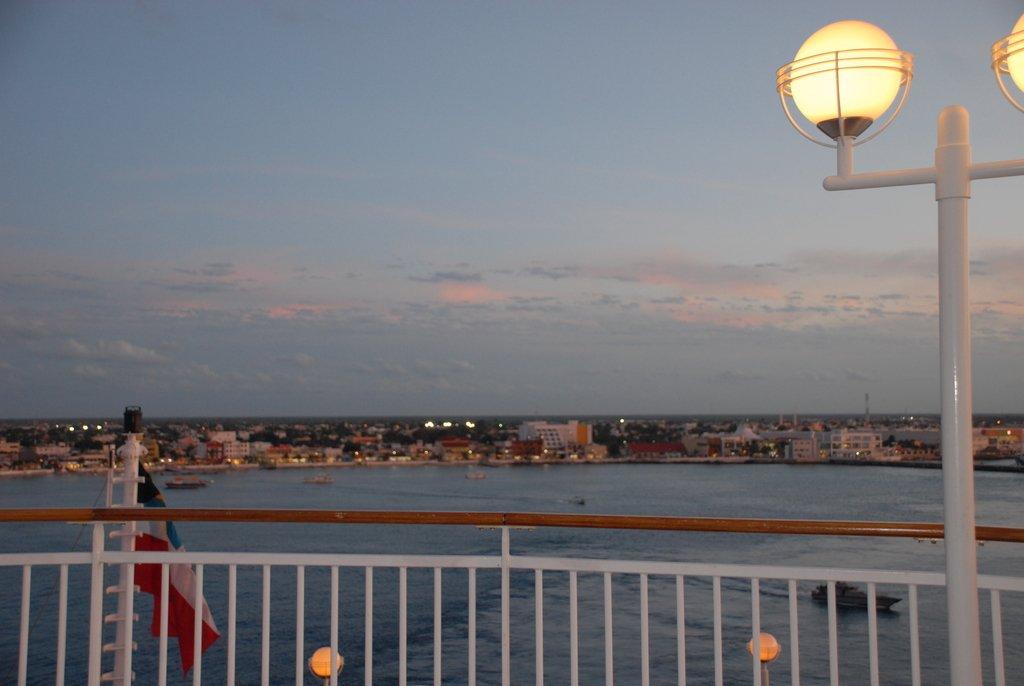 Закат зимой в порту Козумеля