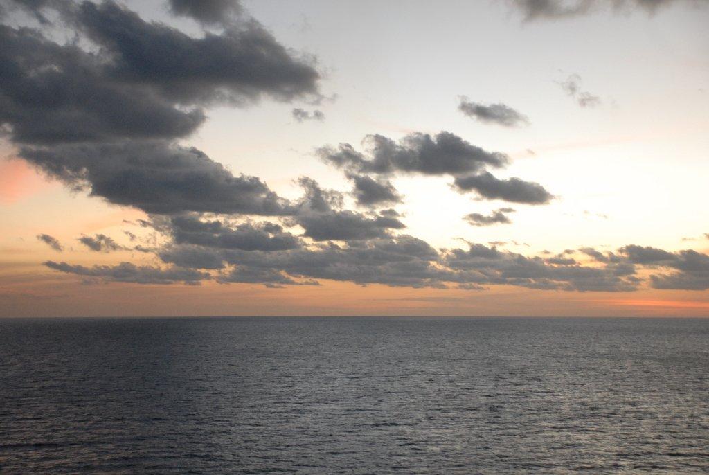 Огромная птица Рух над Карибским морем.