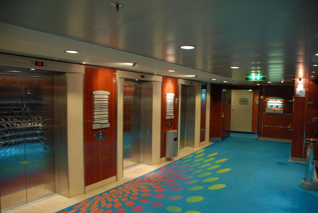 Лифтовый холл на корабле
