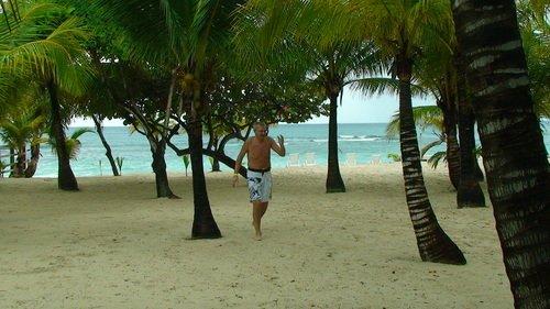 Гондурас. Пляж Табиана на острове Роатан.