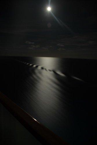 Кто наследил ночью в океане?