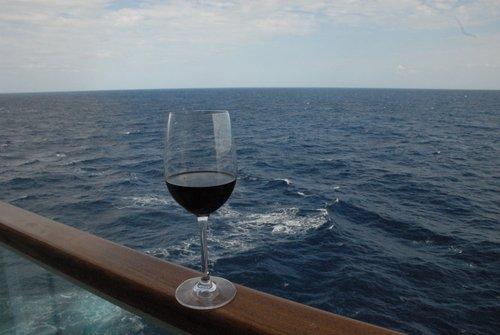 Корабль в Атлантике. В бокале вина - штиль...