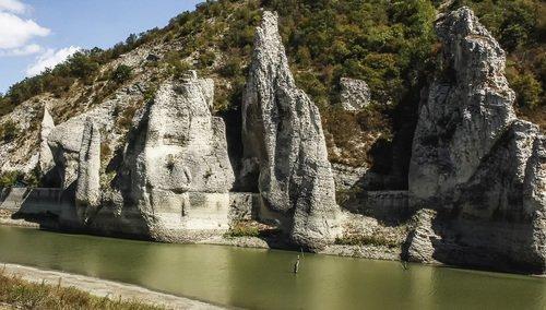 Чудные скалы
