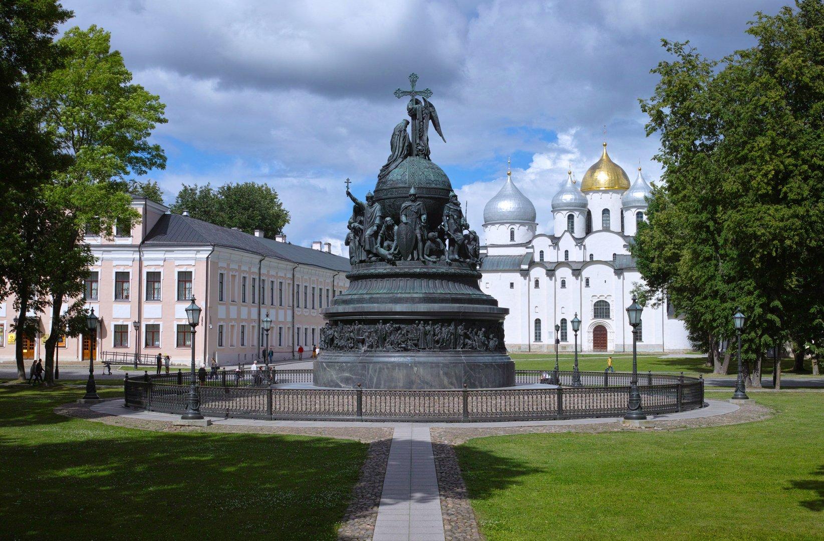 Памятник чингисхану на площади в улан баторе фото опциях есть