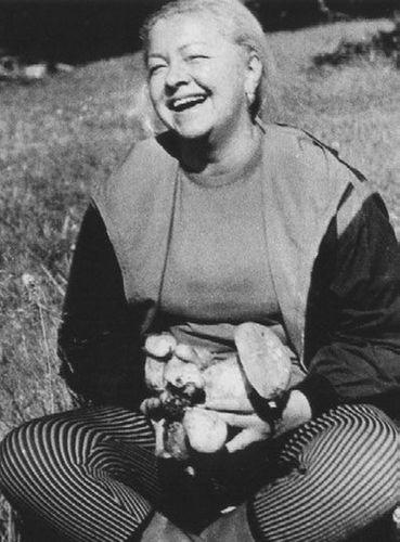Людмила Целиковская.