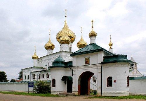 собор в мужском монастыре в Угличе