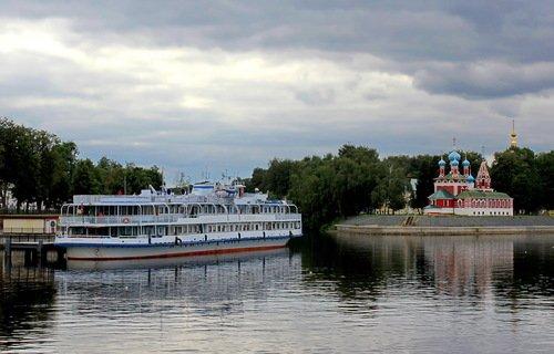 пароход у пристани в Угличе