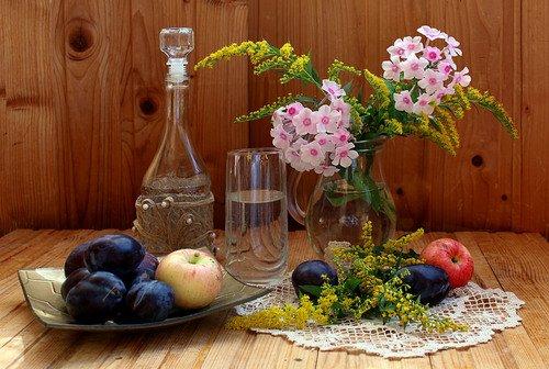 композиция с цветами и фруктами