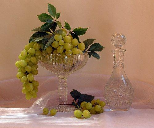 ваза с виноградом