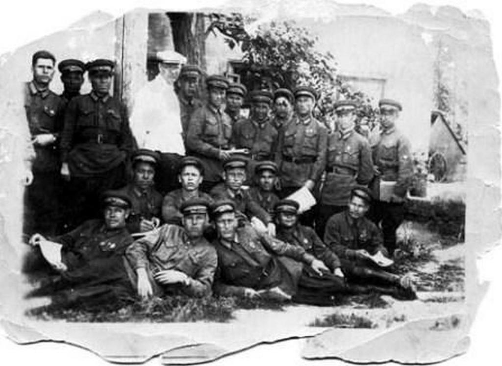 Групповое фото сотрудников довоенной милиции.
