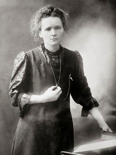 Мария Склодовская-Кюри.  ПЕРВАЯ.