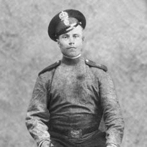 Довженко Иван Наумович (1889-1972 г.г.).Командир взвода разведки русской армии, который начинал первый бой Первой мировой войны на Юго-Западном фронте.