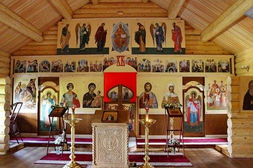 Иконостас церкви Нины равноапостольной в Черёмушках
