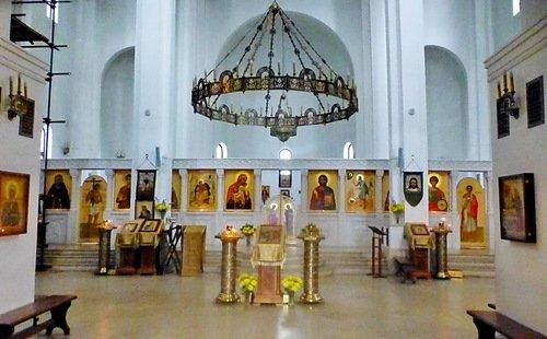 Интерьер церкви Спаса Всемилостивого в Митино