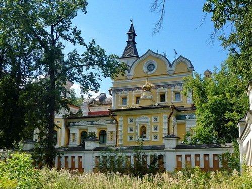 Церковь Михаила Архангела в резиденции патриарха в Переделкино
