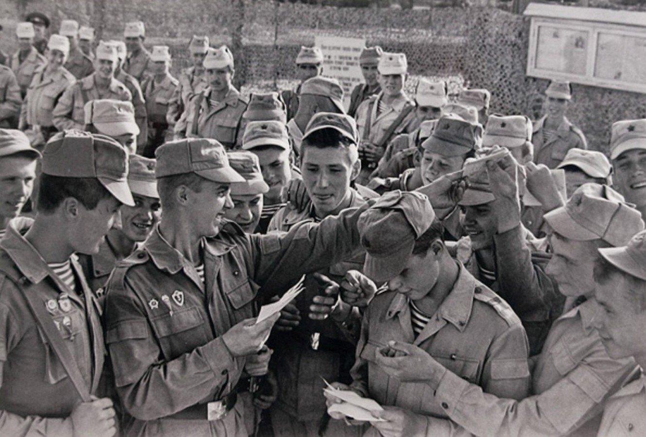 пропадает картинки солдат пишет письмо афганистан любая конфета
