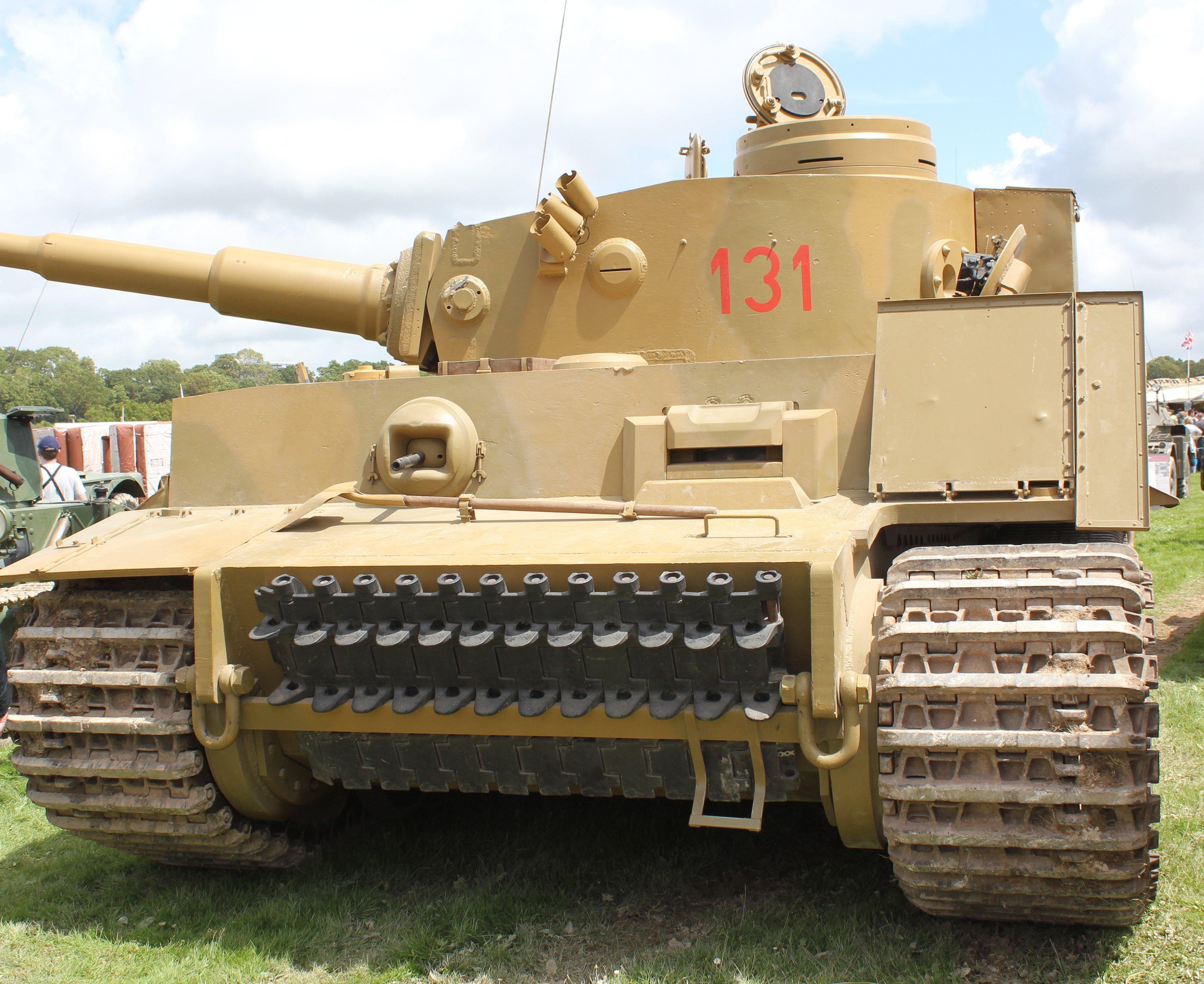 фото танка фоне человека своего