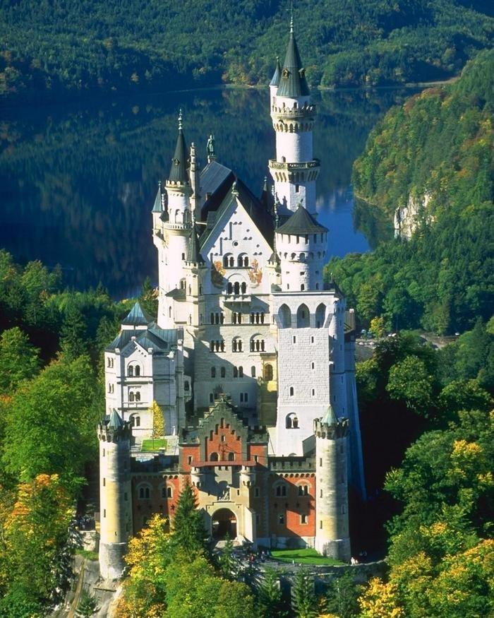 чем фотографии замков мира развлечений фото большими