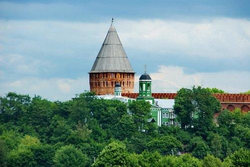 Церковь Покрова и башня Веселуха