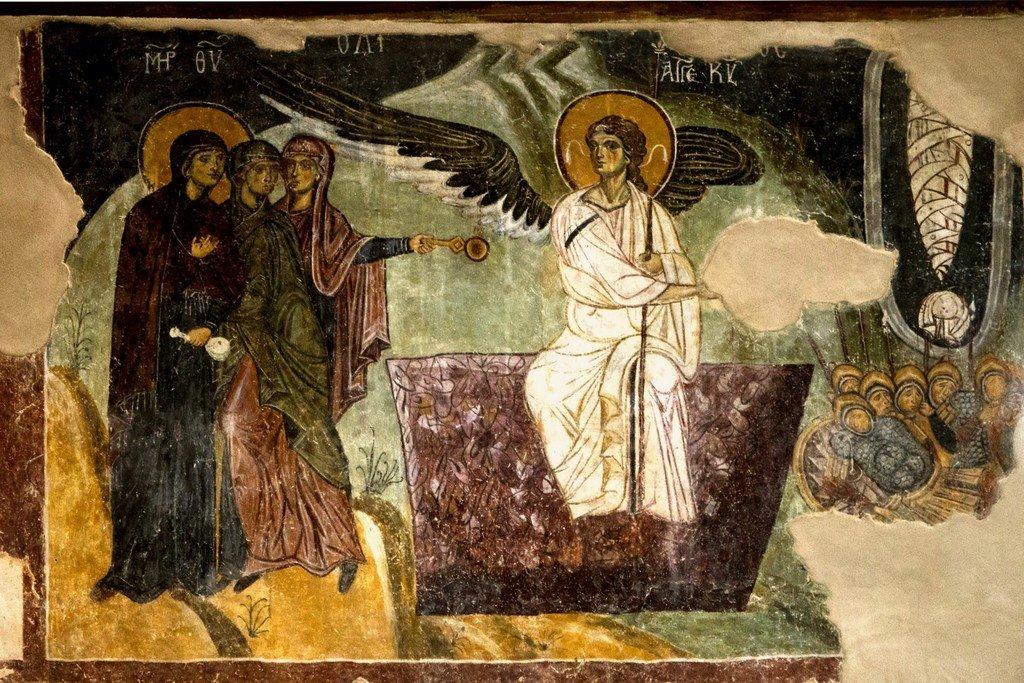 Ангел Господень возвещает женам-мироносицам о Воскресении Христовом. Византийская фреска в церкви Старая Митрополия в Верии, Греция.
