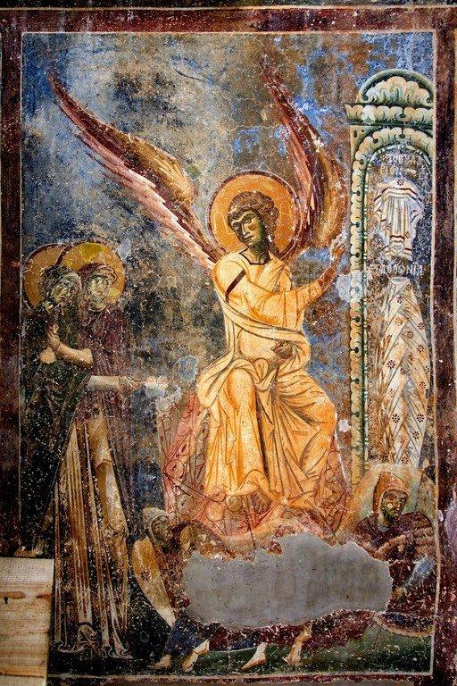 Ангел Господень возвещает женам-мироносицам о Воскресении Христовом. Фреска церкви Святого Георгия в Курбиново, Македония. 1191 год.