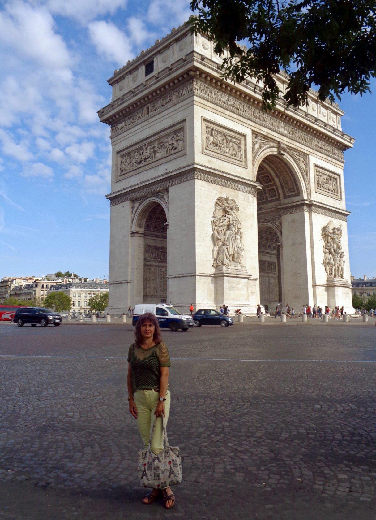 В Париже на площади Шарля де Голля..jpg