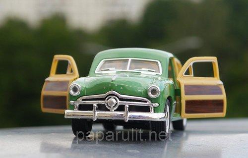Kinsmart Ford Woody Wagon