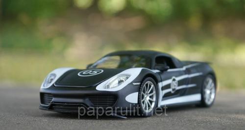 Машинка металлическая DH Porsche Martini