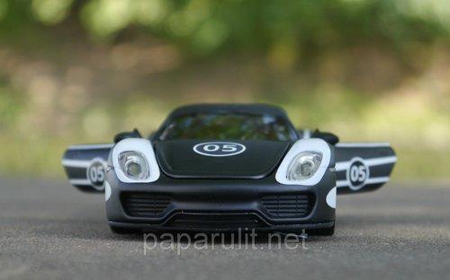Машинка металлическая DH Porsche Martini №05 со звуком и светом