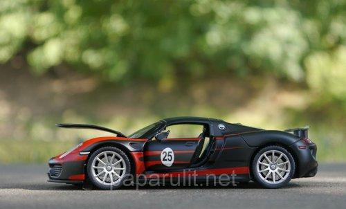 Машинка металлическая DH Porsche Martini №25 со звуком и светом