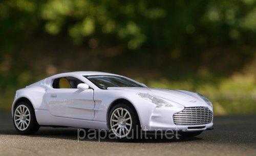 Машинка Aston Martin