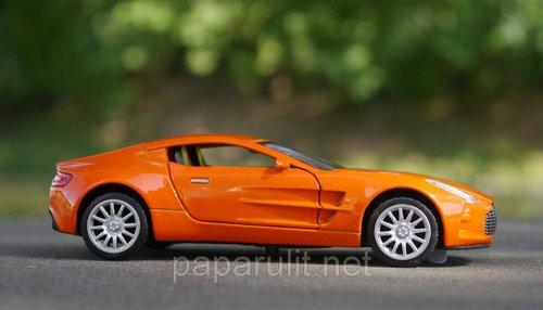 Машинка металлическая Aston Martin