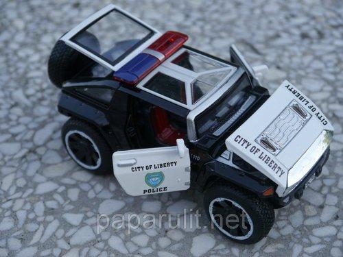 Машинка игрушечная открываются багажник и капот