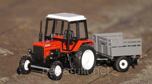 Игрушечный трактор с прицепом
