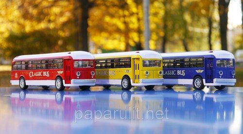Автобус игрушечный горят фары