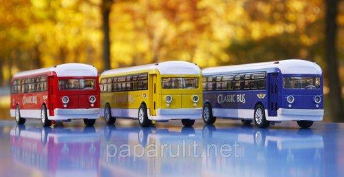 Автобус игрушечный на батарейках