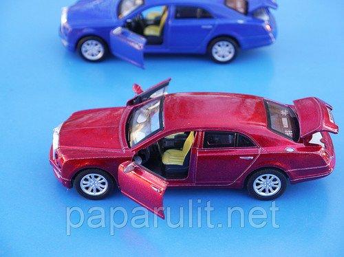 Машинка Bentley открываются двери и багажник