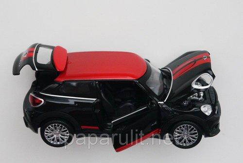 машинка с открывающимися дверями капотом и багажником
