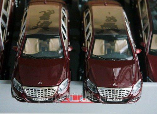 Лимузин Майбах открываются двери багажник капот